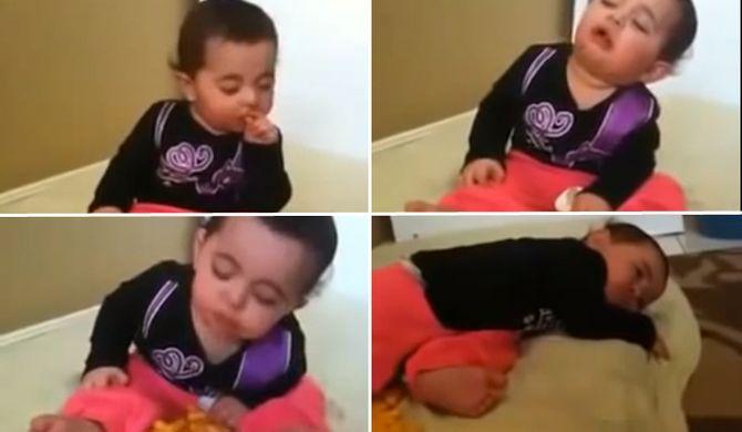 Bambina che combatte il sonno
