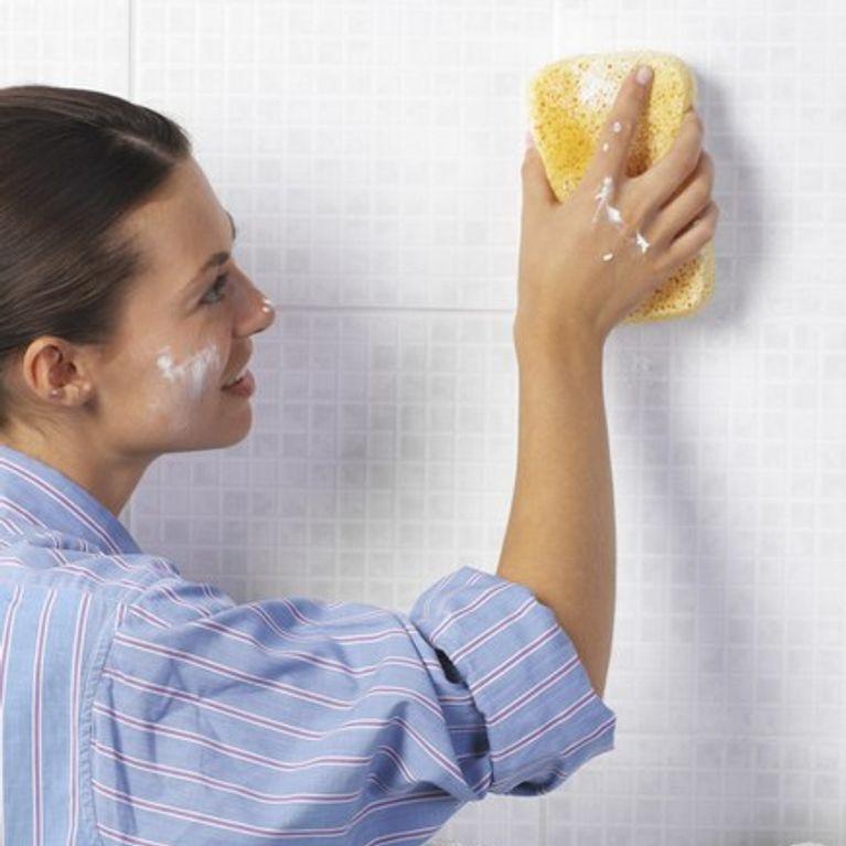 Nettoyer la salle de bain comment nettoyer ma salle de - Nettoyer moisissure salle de bain ...