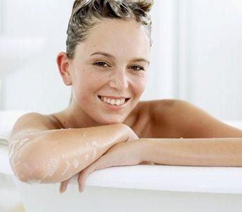 Comment choisir et faire son shampoing ? Les 7 étapes pour une chevelure de sirè