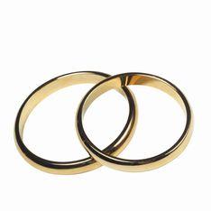 Une femme de 62 ans épouse un enfant de 9 ans
