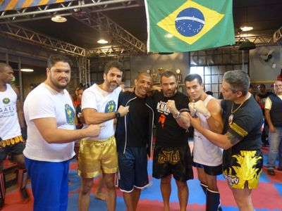 Muay Thai na academia de Gael