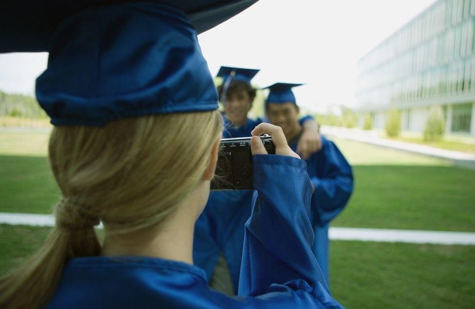 Un estudio fotográfico ofrece a los graduados universitarios la opción de adelgazarlos digitalmente
