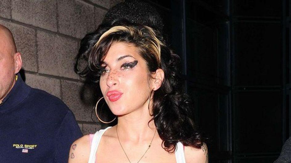 Amy Winehouse : à l'hôpital à cause de ses faux seins !