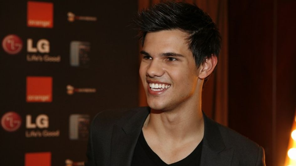 Taylor Lautner crée une émeute à Paris !