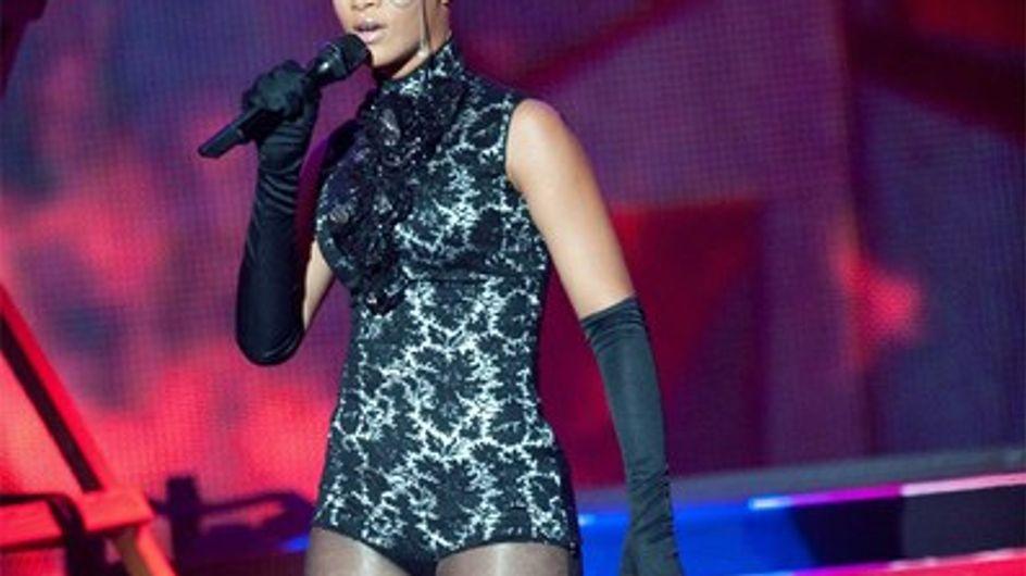Rihanna : une grosse chute pendant son concert à Marseille !