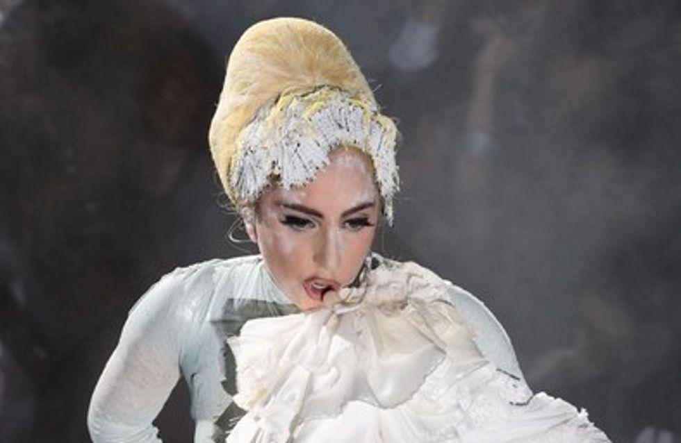 Lady Gaga en combi-string en dentelle !