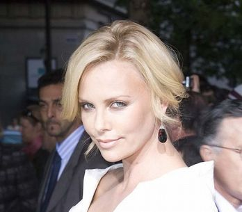 Charlize Theron amoureuse de Keanu Reeves ?