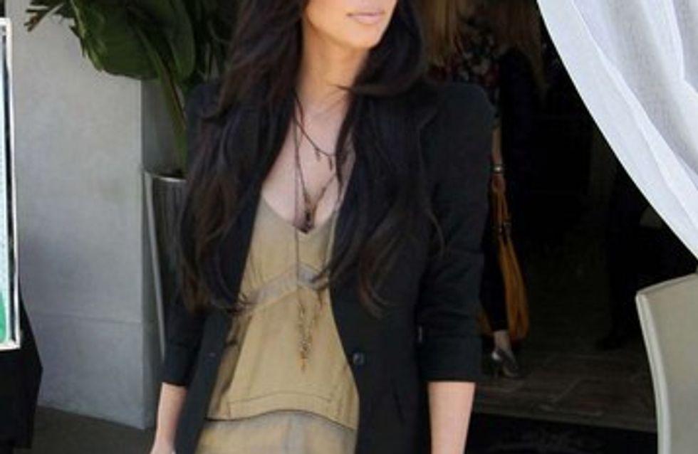 Kim Kardashian fière de son look de maman !