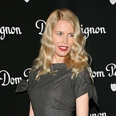 Claudia Schiffer enceinte pose nue pour Vogue !