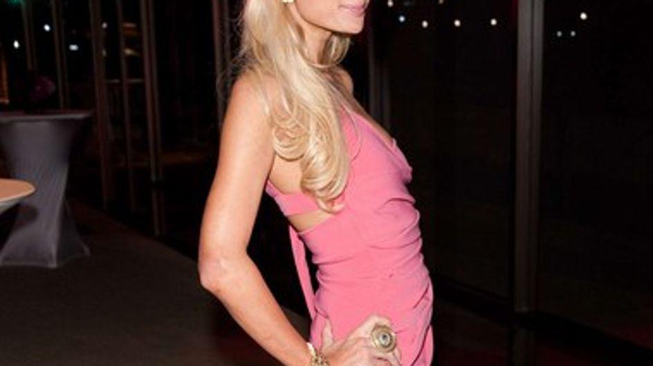 Vidéo : Paris Hilton se prend pour un mannequin brésilien