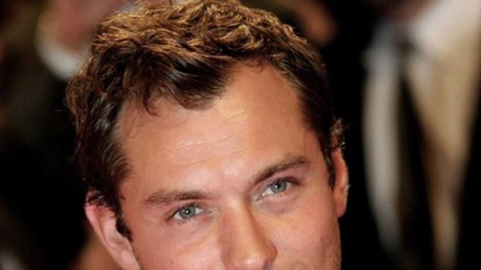 """Jude Law élu """"papa le plus élégant du monde"""""""