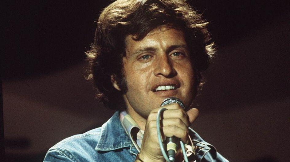 30 ans après sa mort, Joe Dassin renaît en chansons
