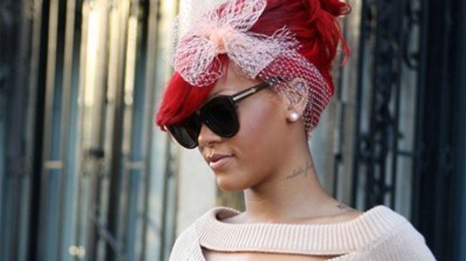 Rihanna accro à ses cheveux rouges