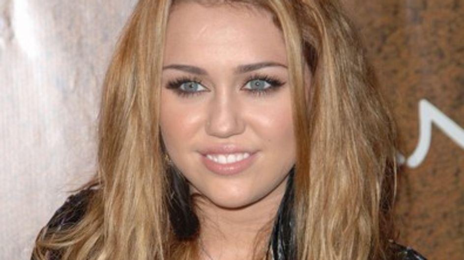 Miley Cyrus : elle se console au travail...