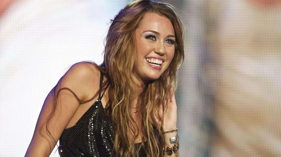 Vidéo : Miley Cyrus fume une herbe hallucinogène