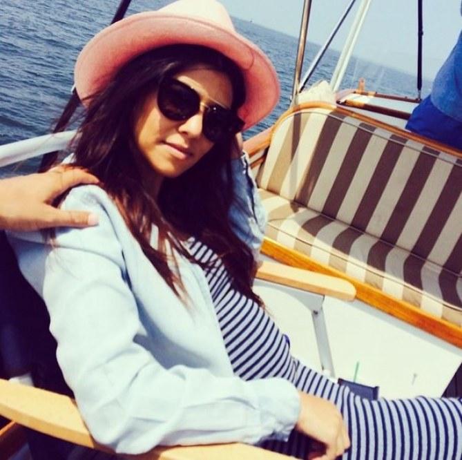 Kourtney Kardashian en robe marinière