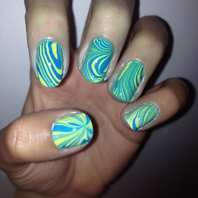 Watermarble Manicure