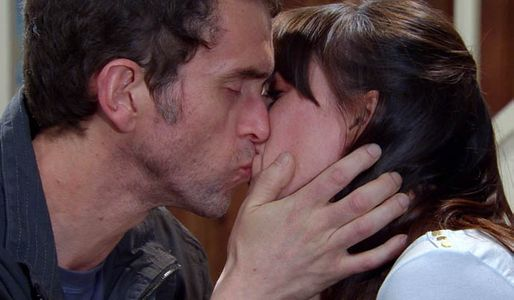 Donna and Marlon kiss