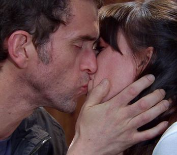 Emmerdale 05/08 – Donna and Marlon kiss