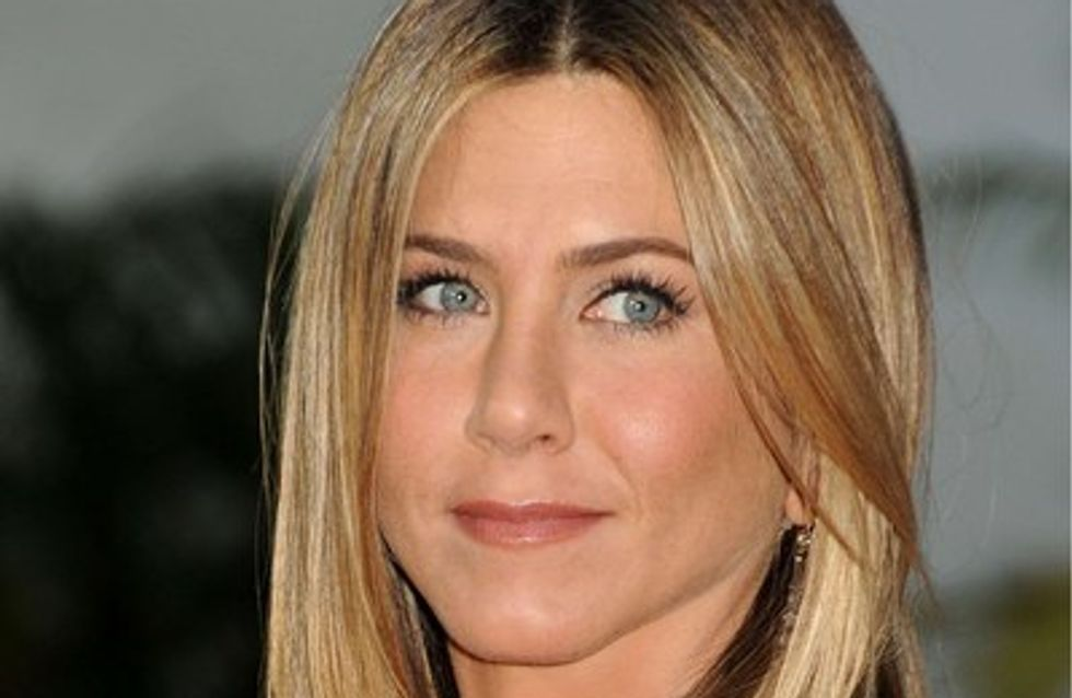 Vidéo : Jennifer Aniston teste un soutien-gorge