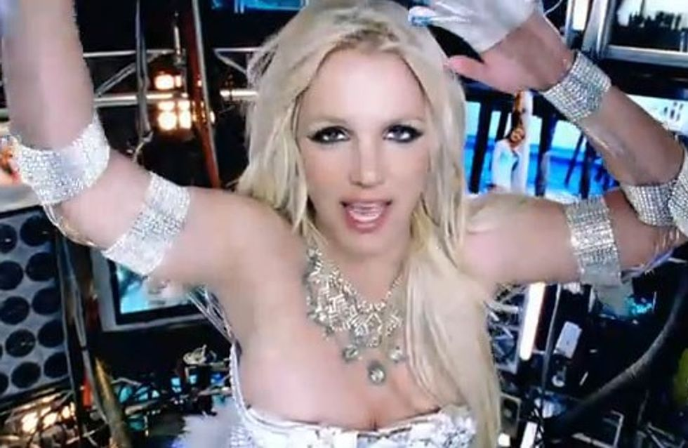 Britney Spears dévoile le clip intégral de Hold It Against Me