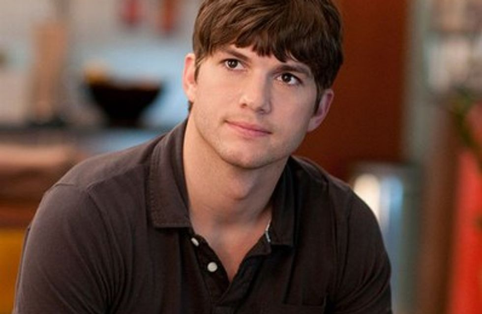Photo : Ashton Kutcher déshabille Alessandra Ambrosio