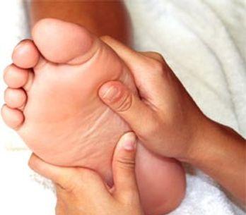 Un massage du pied pour faire du bien à mon ventre