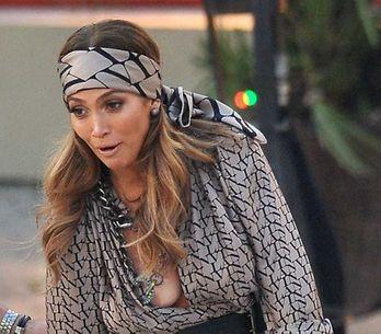 Jennifer Lopez dévoile son sein à la télévision