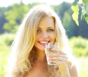 Boire de l'eau : bon pour le corps, bon pour l'esprit !