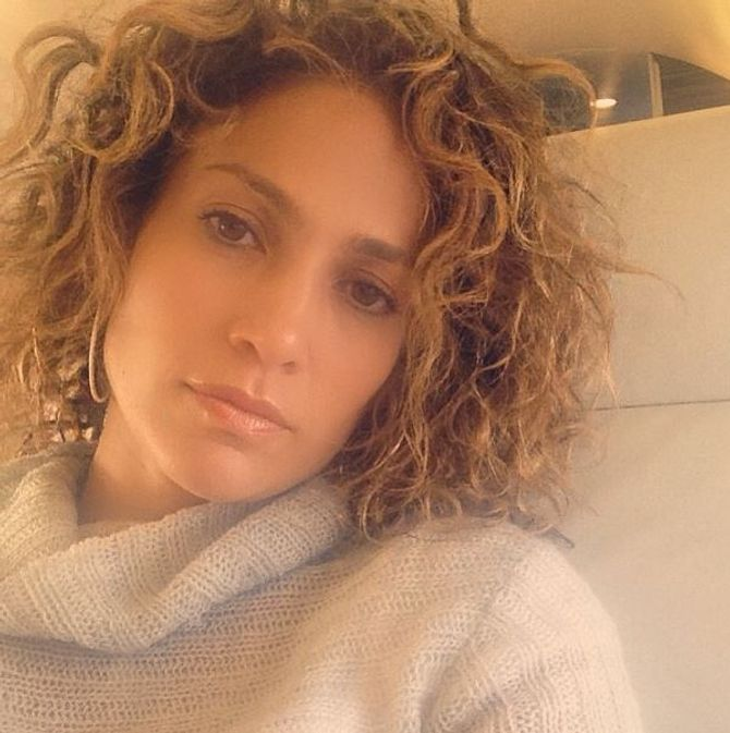 Jennifer Lopez et ses cheveux au naturel