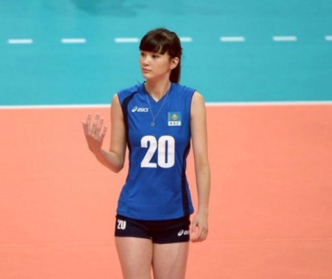 Virée de son équipe de volley parce qu'elle est trop belle