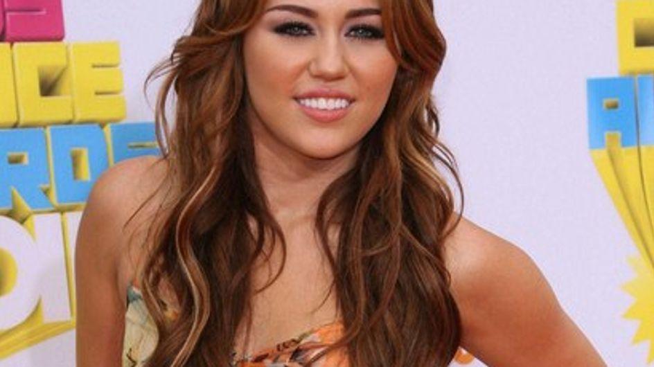 """Miley Cyrus : """"J'explore ma sexualité"""""""
