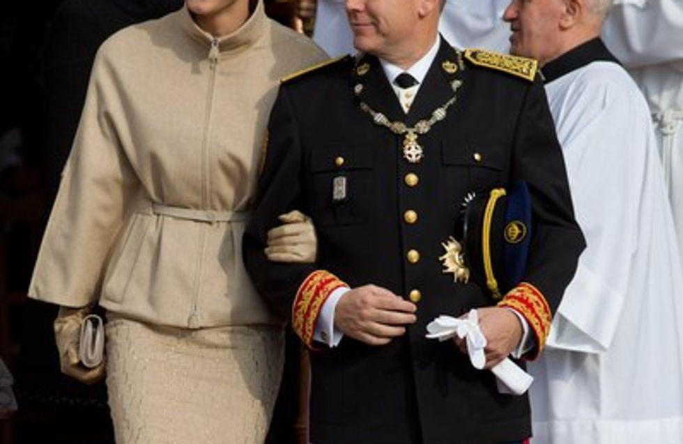 Charlène de Monaco : que cache-t-elle sous sa veste, un bébé ?