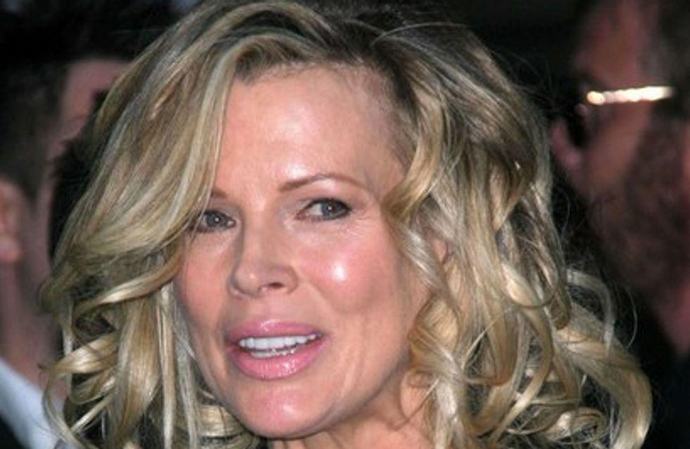 Photo : Kim Basinger totalement défigurée !