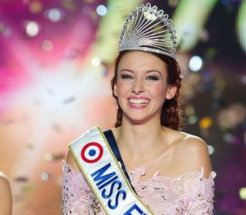 Delphine Wespiser, Miss France 2012 bat Christelle Roca, Miss Prestige National