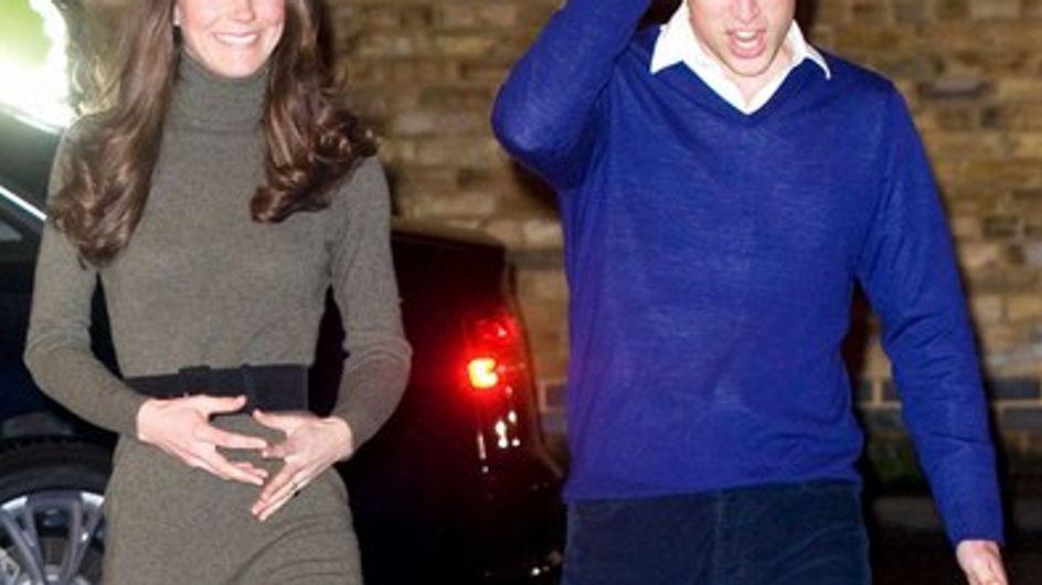 Kate Middleton : vue avec les mains sur le ventre