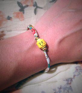 Tuto : réalisez un joli bracelet liberty en figurine LEGO® !