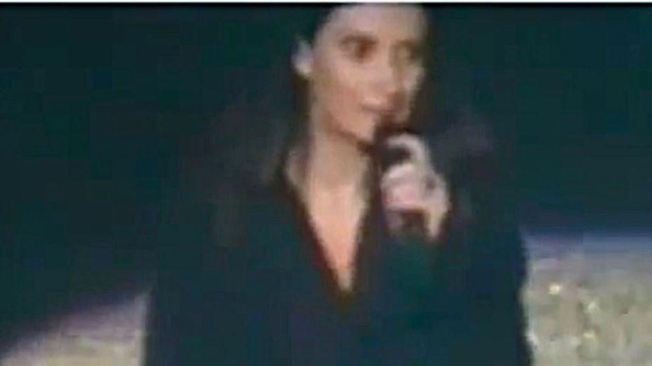 Incidente hot per Laura Pausini: la cantante senza slip durante un concerto. Guarda le foto!