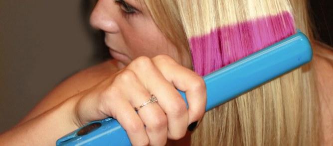 Un fer à lisser pour colorer nos cheveux