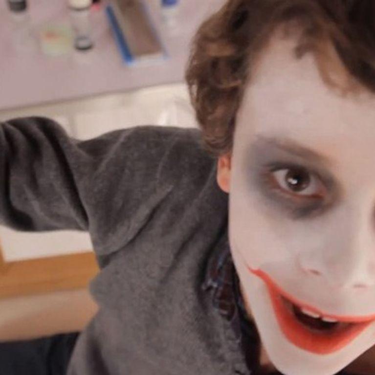Tutoriel facile Maquillage enfant faire un Joker jeux activité