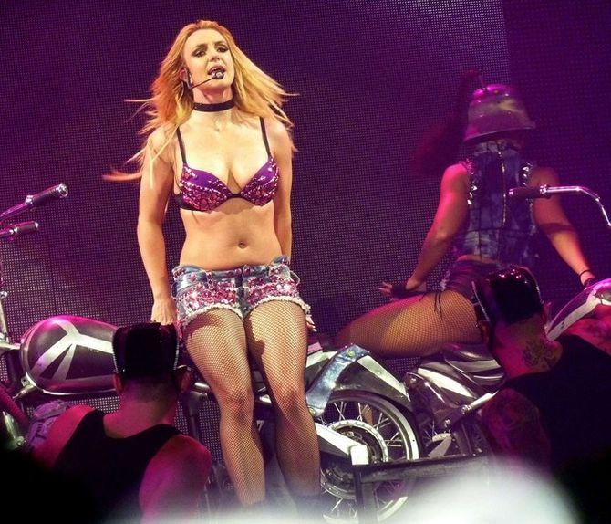 Photos : Britney Spears bien en chair sur scène