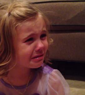 Un vídeo lleno de ternura: una niña llora porque no quiere que su hermano pequeñ