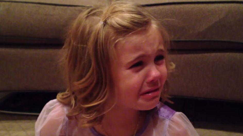 Un vídeo lleno de ternura: una niña llora porque no quiere que su hermano pequeño crezca