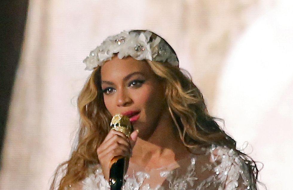Beyoncé: Ma quale divorzio! E si veste da sposa sul palco