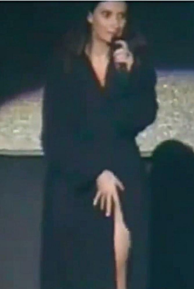 Laura Pausini durante l'incidente hot