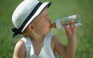 Idratare e proteggere tuo figlio quando fa caldo