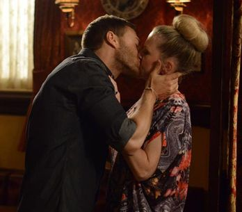 Eastenders 14/08 – Mick gets paranoid people are avoiding him