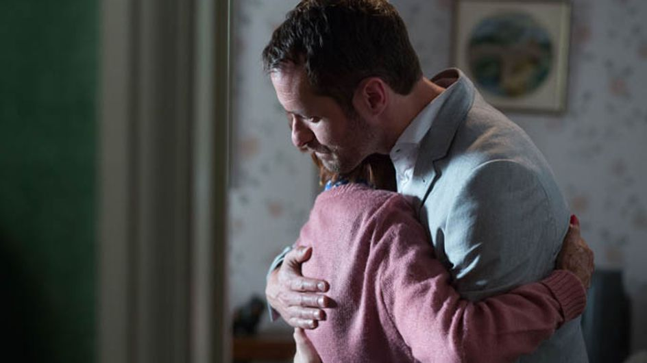 Eastenders 22/08 – Yvonne tells Charlie they need to run away to Ireland