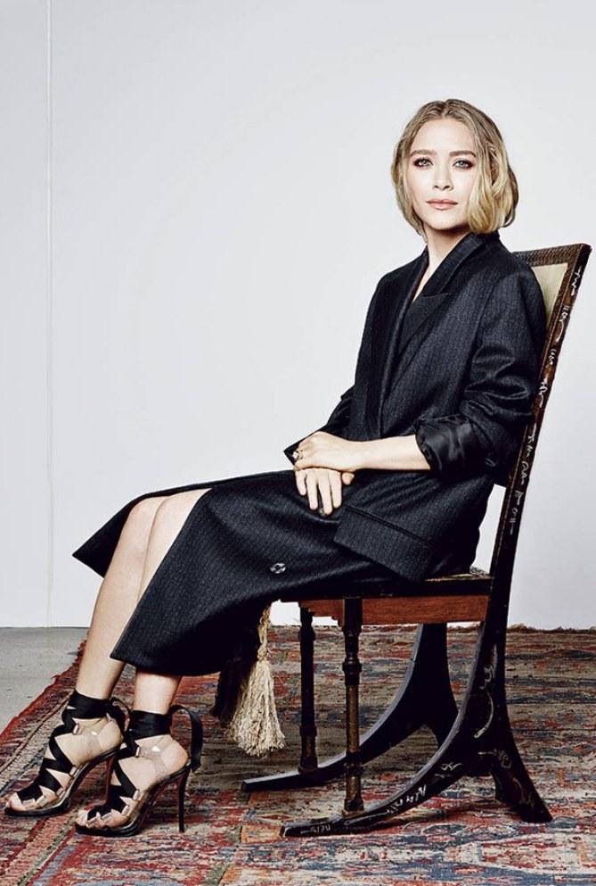 Mary-Kate et Ashley Olsen prennent la pose pour Harper's Bazaar