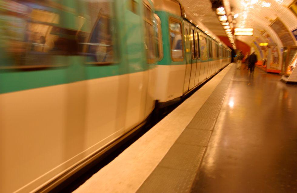 Elle risque sa vie pour sauver son enfant tombé sur les rails du métro (Vidéo)
